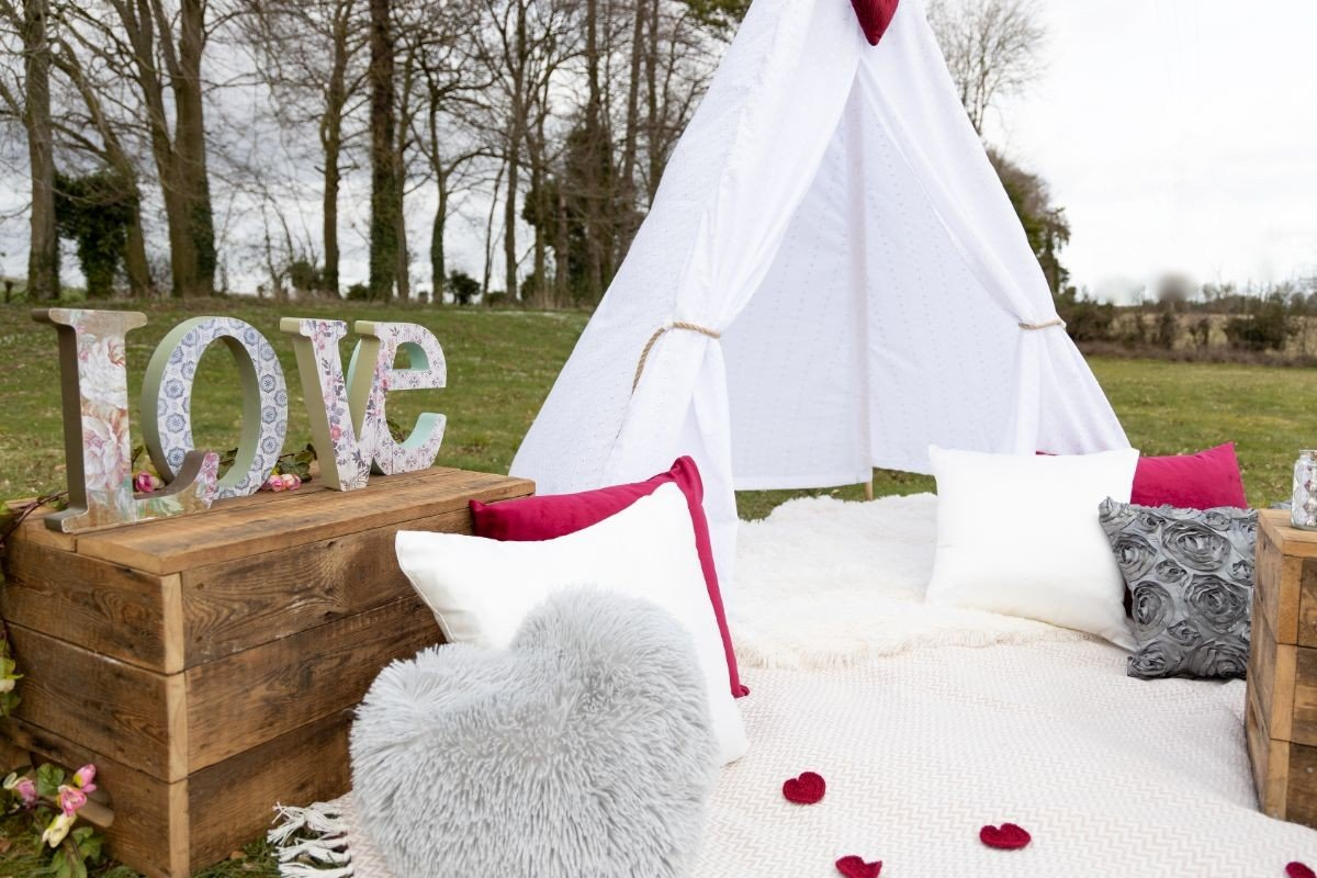 Amour Luxury Picnic Hire - Andover